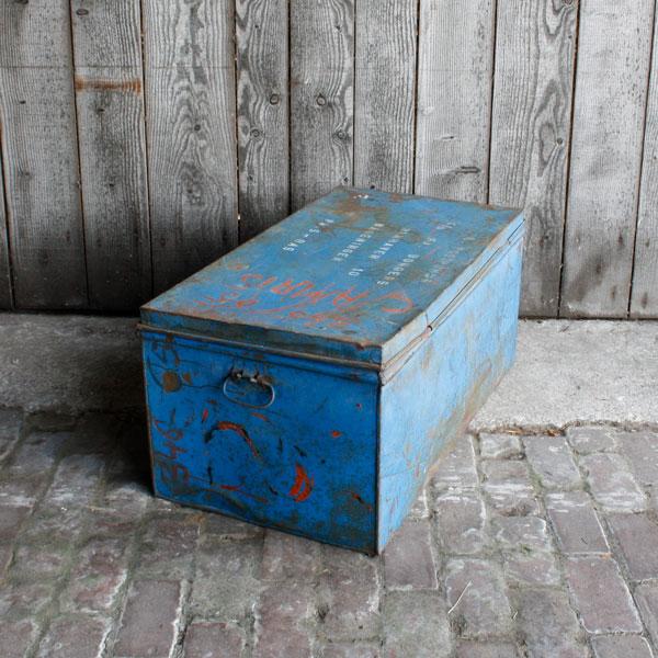 Industriële metalen kist blauw